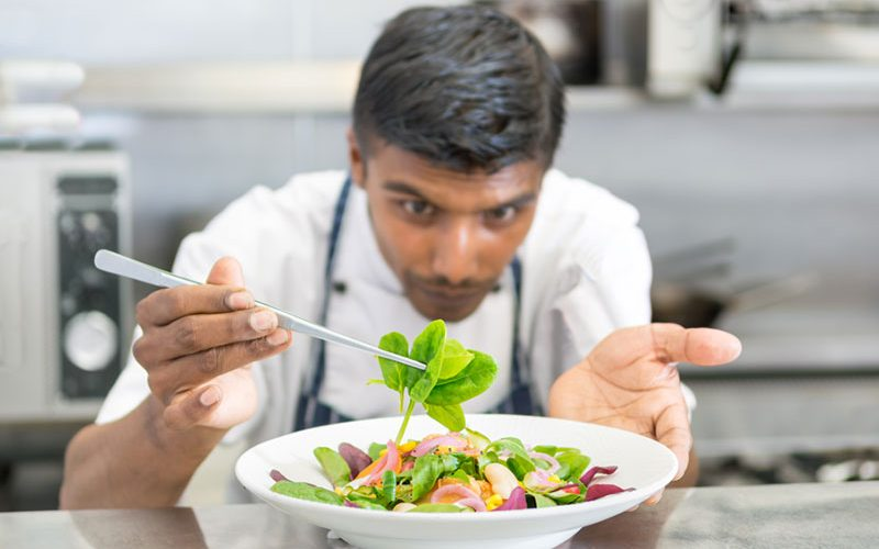 Things-to-consider-when-going-through-International-Chef-Recruitment